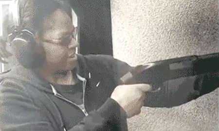まんさん、うっかり銃の撃ち方を間違えとんでもない方向に発砲