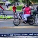周りが見えていなさ過ぎな女さん、自由奔放に自転車に乗った結果…肉塊になりかける