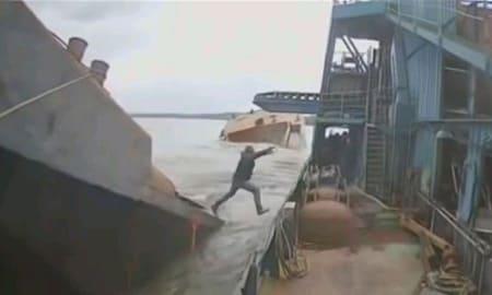 まだ積めそうやな…もっと積んだろ!過積載で船が沈む一部始終