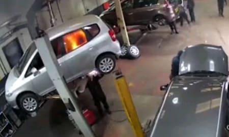 なんか焦げ臭いけど気のせいやろ!車内までダイレクト溶接で炎上、廃車へ