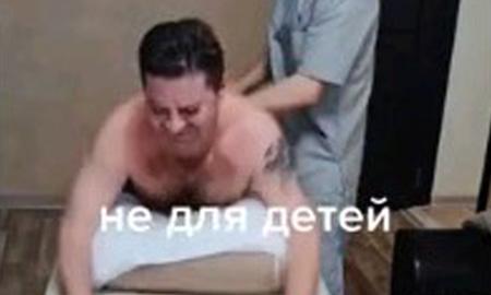 「◎△$♪×¥○&%#?!」←ハンマーで背中をカツーン、ロシア式整体で荒治療された人のリアクション