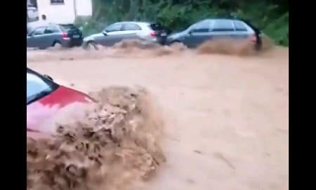 ゲリラ豪雨の恐怖、3分で目の前が大洪水に…