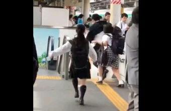 日本の痴漢さん、ついに海外で取り上げられてしまう
