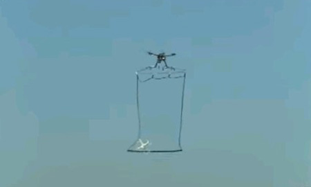 迎撃ドローン ← 日本が捕獲網付きドローンを飛ばすというアナログ対応…