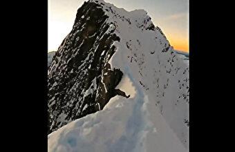雪山(1400m)の縁をダッシュ ← 見ている側がタマヒュンするアルパインスタイル登山家の一人称映像