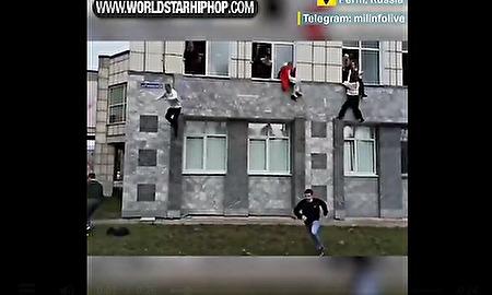 生きるか死ぬか…学校で銃乱射事件、学生が窓から飛び降り緊急避難