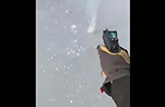 分厚い氷を銃で撃つと…貫通できず余ったエネルギーで回り続けるトリビア