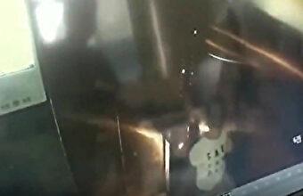 エレベーターでイタズラ(おしっこ)した悪ガキさん、発火して閉じ込められ涙目